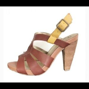 Seychelles Strappy Leather Accent Wooden Heels 6.5